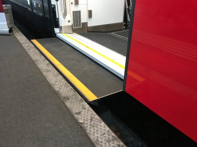 Schiebetritt FV-Dosto im Bahnhof Zürich