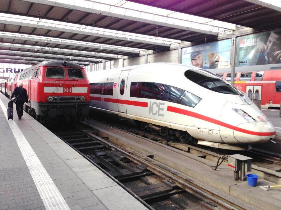 Züge Deutsche Bahn DB im Bahnhof München Hbf